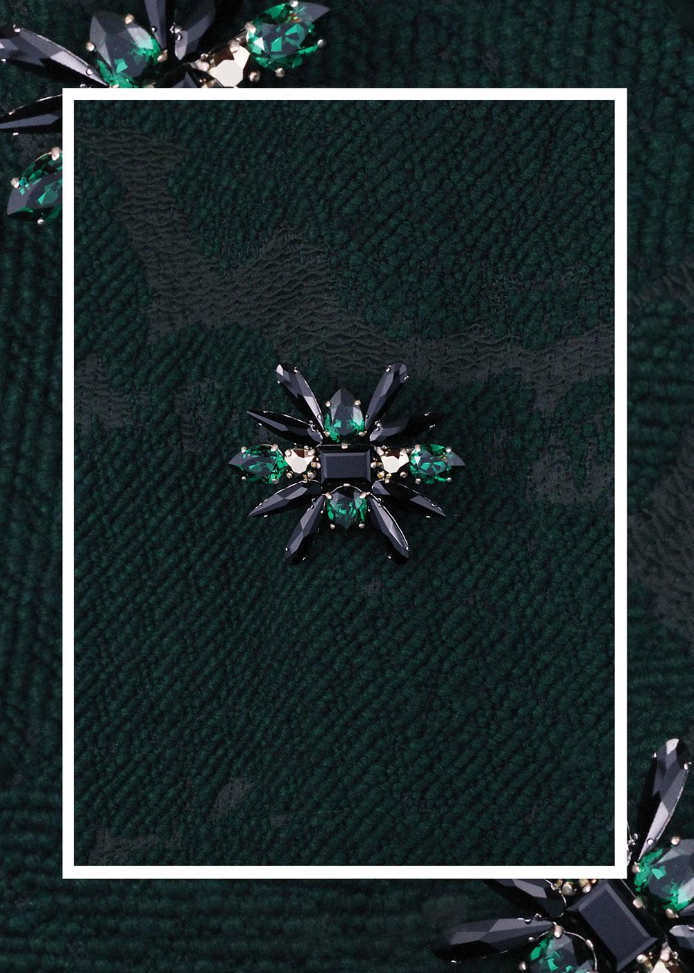 02_brosa_Josephine_cristale_swarovski_negru_verde_smarald_auriu_metalic-greige