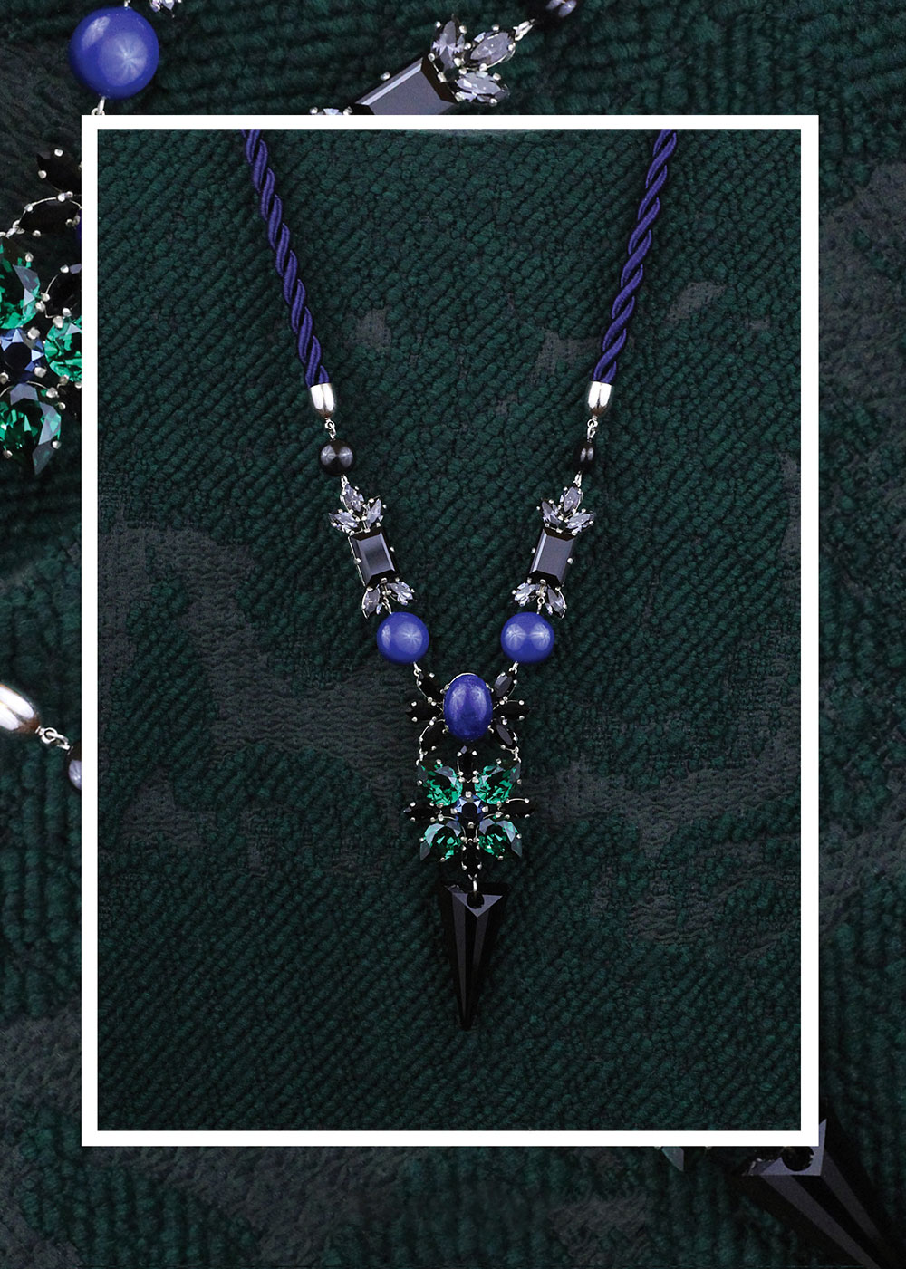 02_colier_josephine_-cristale-_swarovski_negre_verde_smarald_gri_pietre_semi-pretioase_lapis_lazuli